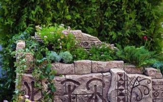 Как сделать красивую клумбу из камней?