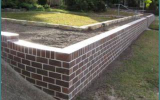 Как сделать подпорную стенку на участке с уклоном